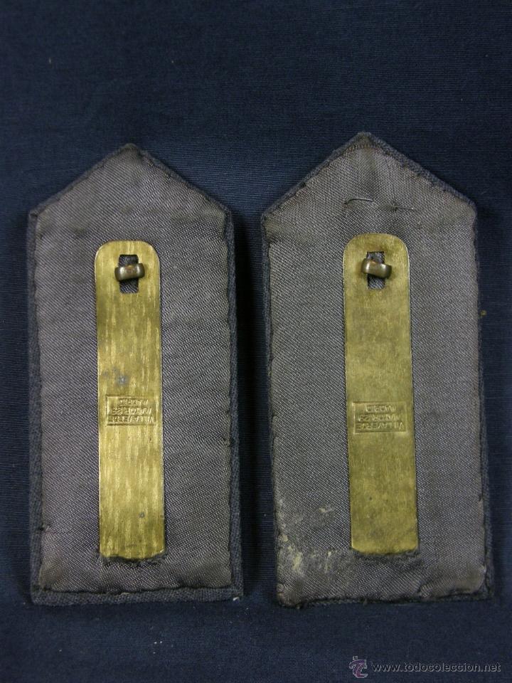 Militaria: hombreras de oficial de aviación doradas hilo de oro botón con rokiski militar aviacion - Foto 6 - 40115505