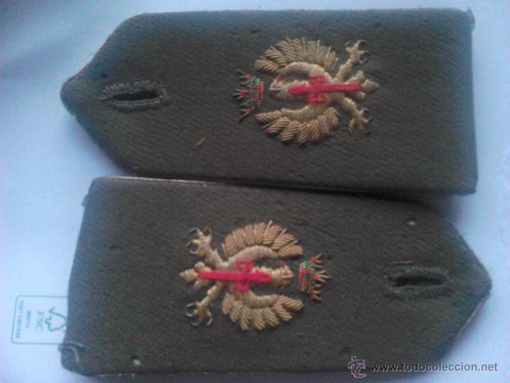 PAR DE HOMBRERAS OFICIAL EJÉRCITO ESPAÑOL. ESPAÑA. ANTERIOR A AÑOS ´70. ÉPOCA GENERAL FRANCO (Militar - Otros relacionados con uniformes )