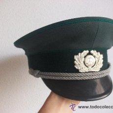Militaria: GORRA DE PLATO OFICIAL POLICIA ALEMANIA COMUNISTA . IDEAL PARA RECREAR ALEMANIA NAZI. Lote 40648942
