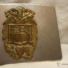 Militaria: HEBILLA DE CINTURÓN PLATEADA CON ÁGUILA DE SAN JUAN DORADA - GUARDIA DE FRANCO. Lote 57222569