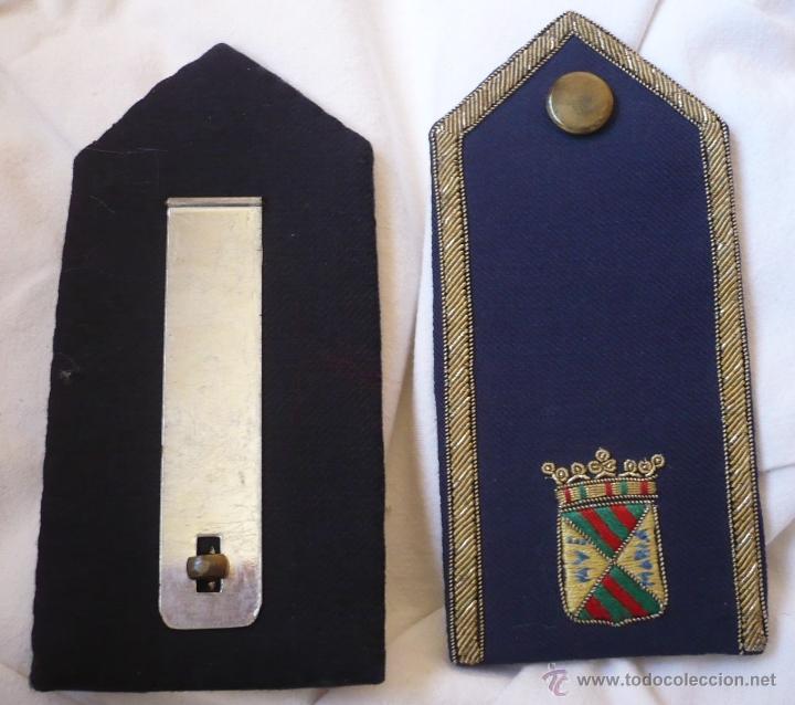 Militaria: Par de palas - hombrera de tela bordada a mano posiblemente de policía municipal de Torrelavega - Foto 3 - 40841869