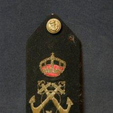 Militaria: HOMBRERA UNIFORME MILITAR CORONA REAL ANCLAS CRUZADAS BORDADAS BOTÓN FIELTRO AZUL MARINA. Lote 44372807