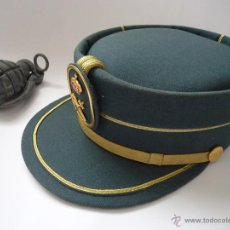 Militaria: GORRA DE LA GUARDIA CIVIL CATEGORIA SUPER LUJO, Y REGALO MECHERO EN FORMA DE GRANADA DE MANO.. Lote 44908184