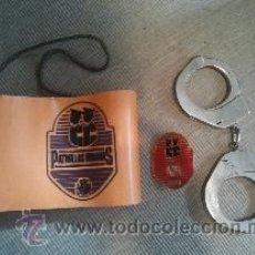 Militaria: GRILLETES, BRAZALETE Y PLACA POLICÍA NACIONAL AÑOS 70-80. Lote 48349830