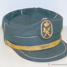 Militaria: GORRA TERESIANA DE LA GUARDIA CIVIL. MANUFACTURAS VALLE TALLA 56. Lote 180348496