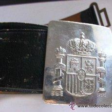 Militaria: CEÑIDOR DE LA POLICIA MUNICIPAL O LOCAL. HEBILLA CON ESCUDO CONSTITUCIONAL DE CERECEDA.. Lote 49098337