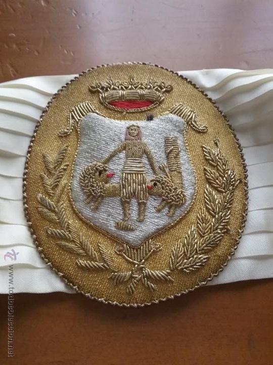 Militaria: antiguo fajin fagin bordado oro canutillos escudo hercules ayuntamiento de cadiz , lazo plisado - Foto 2 - 50036162
