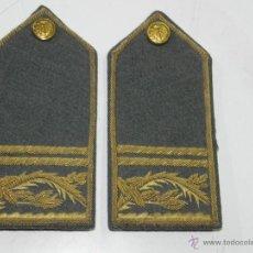 Militaria: ANTIGUAS HOMBRERAS O PALAS DE OFICIAL DE PRISIONES - BORDADA EN HILO DE ORO.. Lote 50334564