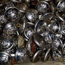 Militaria: 12 BOTONES CON EL ESCUDO DEL AGUILA PLATEADOS -GRANDES. Lote 191759542