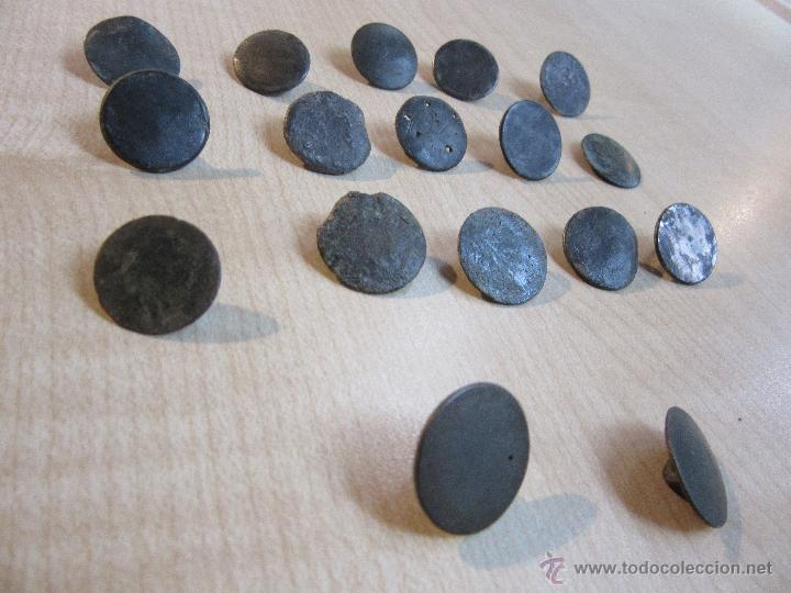 Militaria: 17 botones lisos de finales del siglo XVIII o principios del XIX - Foto 4 - 53371567