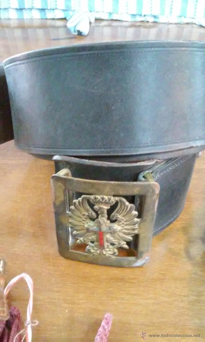 Militaria: Lote de gorra, cinturón, tirantes, hombreras y bolsa militares. En su caja original. - Foto 3 - 53466024