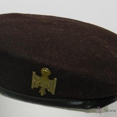 Militaria: BOINA MARRON DE LA POLICIA NACIONAL, UNIFORME MARRON EPOCA TRANSICION, AGUILA METAL, BOINA ELOSEGUI,. Lote 53883413