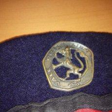 Militaria: ANTIGUA BOINA DE LA OJE, CON NOMBRE Y ESCUADRA EN LA QUE ESTUVO, LEON DE ESPARTA, DE CASTILLA LEON. Lote 54333760
