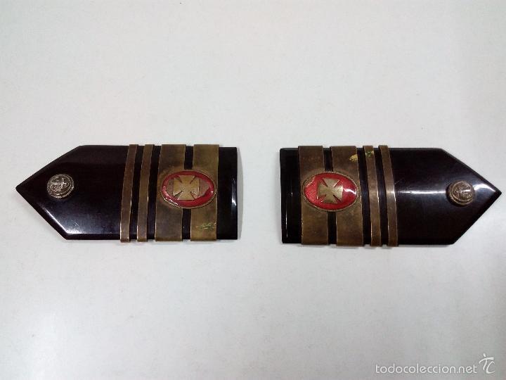 ANTIGUA PAREJA DE HOMBRERAS DE MARINA . CUERPO MEDICO . EPOCA FRANCO (Militar - Otros relacionados con uniformes )
