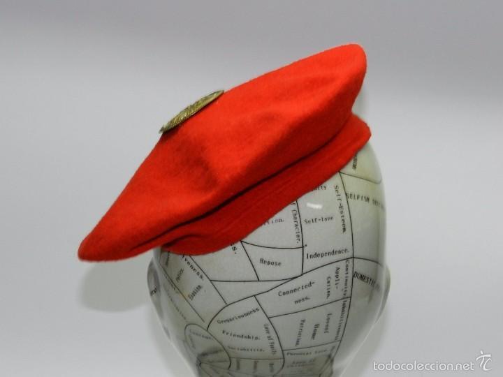 Militaria: Boina roja con insignia de mando de falange, tal y como se ve en las fotografias puestas. - Foto 3 - 56610940