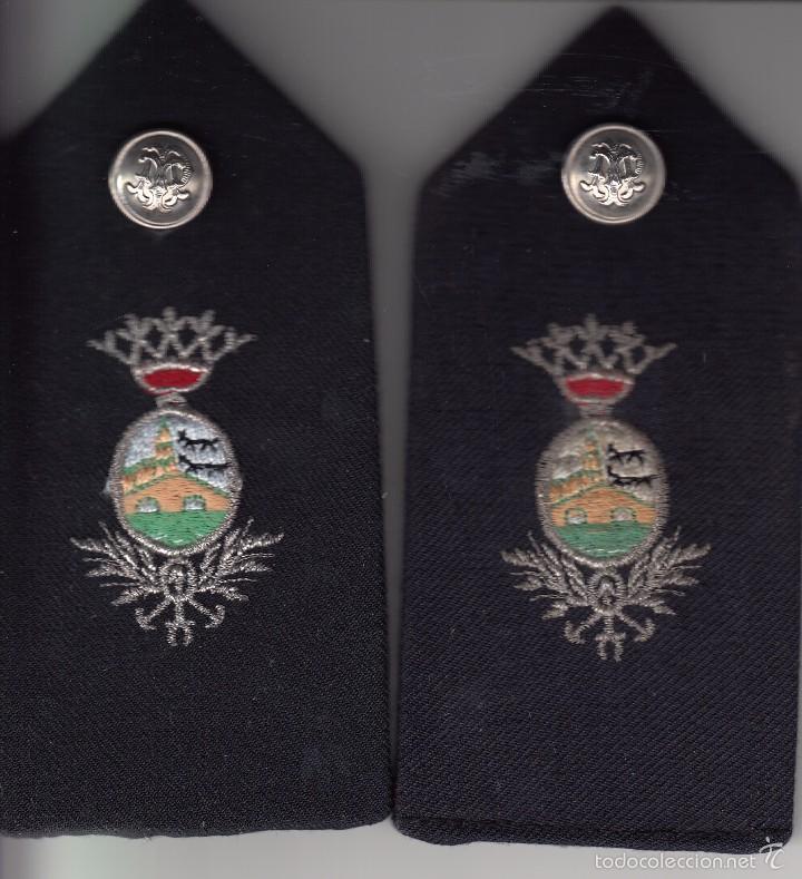 PAREJA HOMBRERAS POLICIA MUNICIPAL DE BILBAO AÑOS 70 / BORDADAS A MANO (Militar - Otros relacionados con uniformes )