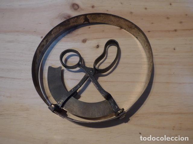 Militaria: Antiguo medidor de talla de gorras original de s.XIX de tienda el dique flotante de Barcelona - Foto 3 - 62366268
