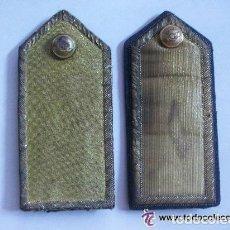 Militaria: PAREJA DE HOMBRERAS DE GALA DE OFICIAL DE AVIACION. HILO DE ORO. EPOCA DE FRANCO. Lote 62369444