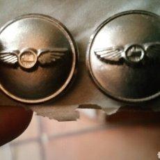 Militaria: PAREJA BOTONES DE IBERIA PLATEADOS. Lote 130891213