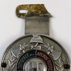 Militaria: INSIGNIA FEDERATION NATIONALE DES SAPEURS POMPIERS FRANCAIS. BOMBEROS. 8 CMS. DIAMETRO.. Lote 72441787