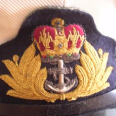 Militaria: GORRA DE OFICIAL DE LA ARMADA BRITANICA. ROYAL NAVY. MARCAJES DE FABRICACIÓN. AÑO 1968. GUERRA FRIA.. Lote 73455599