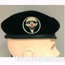 Militaria: ESTUPENDA BOINA NEGRA DE LA UNIDAD DE MONTAÑA EZAPAC CON EMBLEMA 100% LANA- TALLAS 54 A LA 60. Lote 79641625