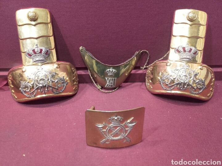 CHARRETERAS, GOLA Y HEBILLA. ÉPOCA ALFONSO XIII. (Militar - Otros relacionados con uniformes )