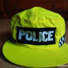 Militaria: GORRA DE POLICIA INGLESA IMPERMEABLE Y FLUORESCENTE. Lote 81148248