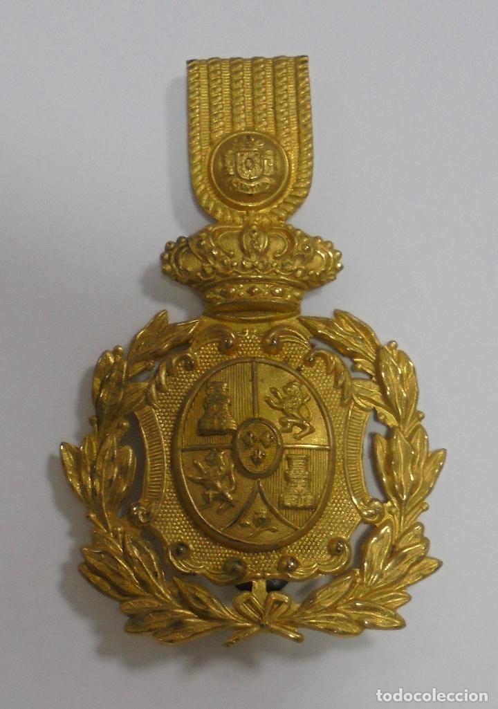 ESCUDO DE GORRO. ALFONSO XIII. VER FOTOS (Militar - Otros relacionados con uniformes )