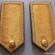 Militaria: HOMBRERAS DE OFICIAL DE AVIACIÓN CON HILO DE ORO BOTÓN CON ROKISKI (13X6CM APROX). Lote 89356324