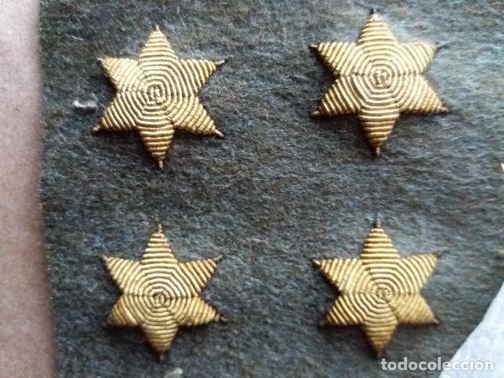 LOTE CUATRO ESTRELLAS UNIFORME MILITAR BORDADAS ANTIGUAS (Militar - Otros relacionados con uniformes )
