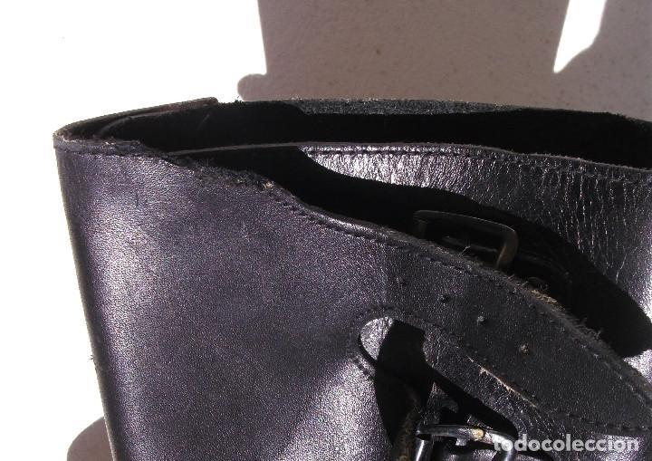 Militaria: Pequeño defecto en la parte superior de una de las botas, unos 2 cms de ancho, apenas se nota. - Foto 8 - 96377867