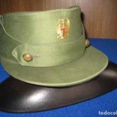 Militaria: ANTIGUA GORRA MILITAR, TIPO MONTAÑESA, E.T. ÉPOCA DE FRANCO. AÑOS 50-60. TALLA 58, CORONA ABIERTA.. Lote 97473531