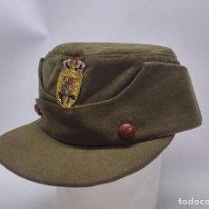 Militaria: GORRA MONTAÑERA TIPO KEPI, CON BOTONES DE CUERO, CON INSIGNIA DEL AGUILA IMPERIAL ESMALTADA, FABRICA. Lote 98360275