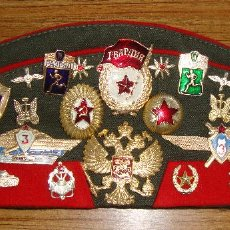 Militaria: (TC-13) GORRA GORRO PILOTKA RUSO RUSA CON MUCHAS INSIGNIAS ORIGINAL. Lote 182674497