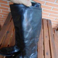 Militaria: BOTAS DE CUERO TIPO ALEMÁNA CAÑA ALTA, SUELA DE CUERO T43. Lote 107095731