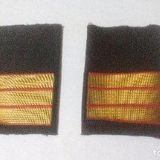 Militaria: PAREJA DE HOMBRERAS, GALONES METÁLICOS DE SARGENTO, INFANTERIA MARINA. Lote 103425259