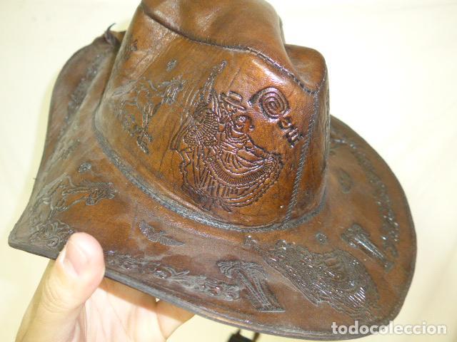 Militaria: Antiguo gorro o sombrero de tipo cowboy, del oeste, en cuero trabajado, original. - Foto 2 - 104643123