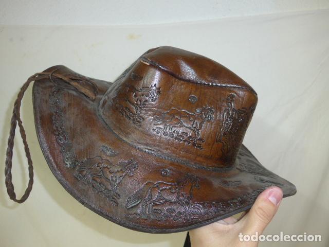 Militaria: Antiguo gorro o sombrero de tipo cowboy, del oeste, en cuero trabajado, original. - Foto 3 - 104643123