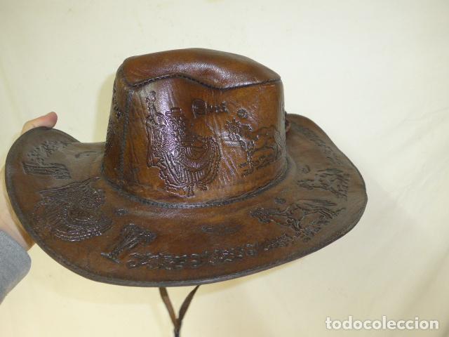 Militaria: Antiguo gorro o sombrero de tipo cowboy, del oeste, en cuero trabajado, original. - Foto 4 - 104643123
