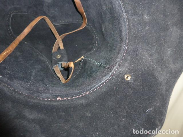 Militaria: Antiguo gorro o sombrero de tipo cowboy, del oeste, en cuero trabajado, original. - Foto 8 - 104643123