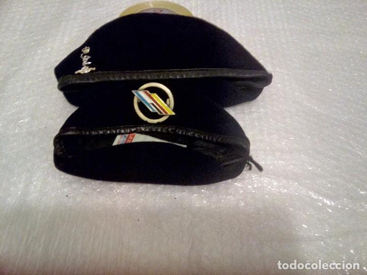 2c0d140fdc216 2 boinas militares ejércitos europeos - Sold through Direct Sale ...