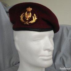 Militaria: LOTE RGTO INMEMORIAL REY - BOINA OFICIAL Y LIBRO - NUEVO A ESTRENAR. Lote 108370895