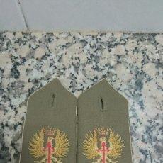 Militaria: ANTIGUAS HOMBRERAS EJERCITO BORDADA. Lote 108450079