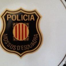 Militaria: PLATO CERÁMICA CON INSIGNIA LOGOTIPO MOSSOS D'ESCUADRA POLICÍA CATALANA COMUNIDAD CATALUÑA. Lote 109073423