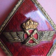 Militaria: ROMBO AVIACIÓN CON ROKISKI EJÉRCITO DEL AIRE CORONA REAL SOBRE ESMALTE ROJO. Lote 109942255