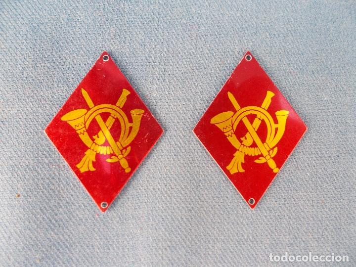 PAR DE ANTIGUOS ROMBOS DE INFANTERIA (Militar - Otros relacionados con uniformes )