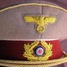 Militaria: GORRA DEL FUHRER ADOLF HITLER. EXCELENTE RÉPLICA DE GRAN CALIDAD. TALLA 57.. Lote 113142111