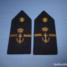 Militaria: * ANTIGUA PAREJA DE HOMBRERAS A IDENTIFICAR, PARECEN DE ALFONSO XIII. ORIGINALES. ZX. Lote 113182587