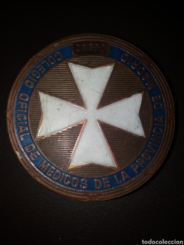 ANTIGUA HEBILLA, PLACA DEL COLEGIO OFICIAL DE MÉDICOS DE LA PROVINCIA DE MADRID (Militar - Cinturones y Hebillas )
